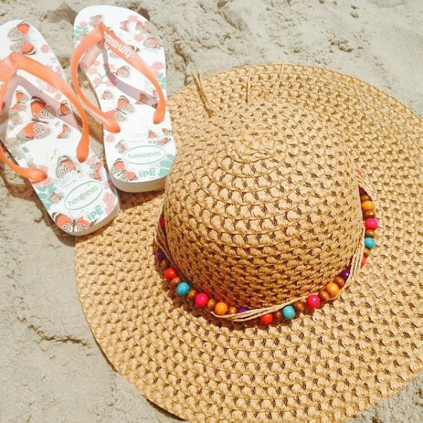 hat and Trendy Latina sandals