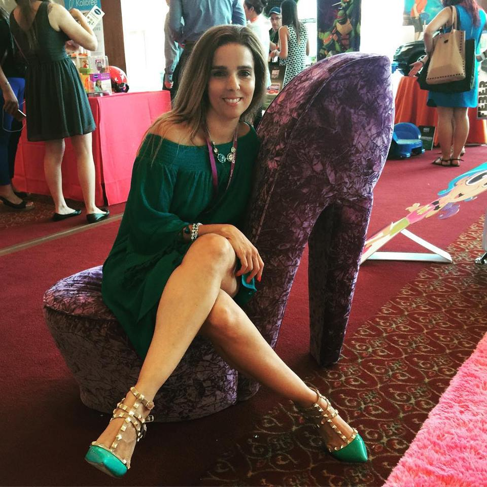 Airbrushed Trendy Latina Legs