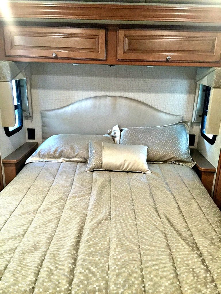 Winnebago Vista Bedroom