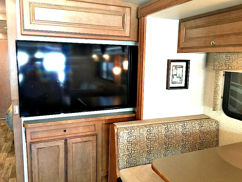 Winnebago Vista TV