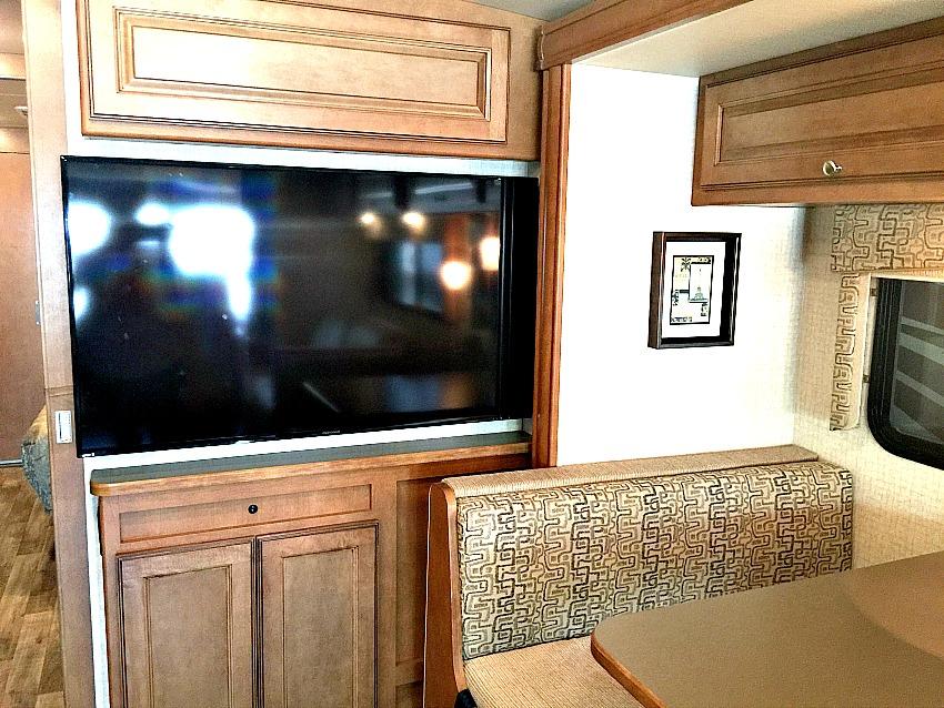 Winnebago Vista TV