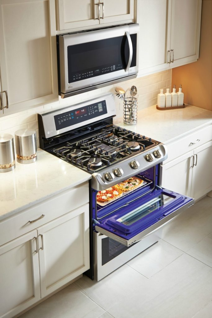 ldg4313st-oven-lifestyle-1