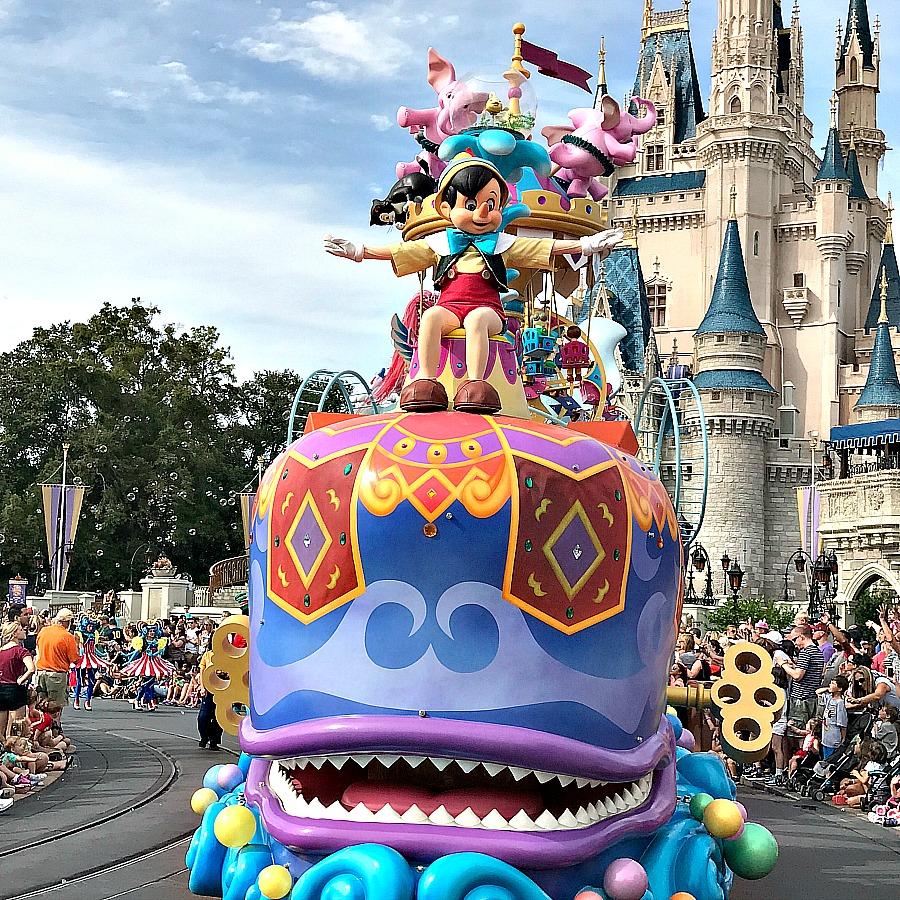 disney-magical-parade