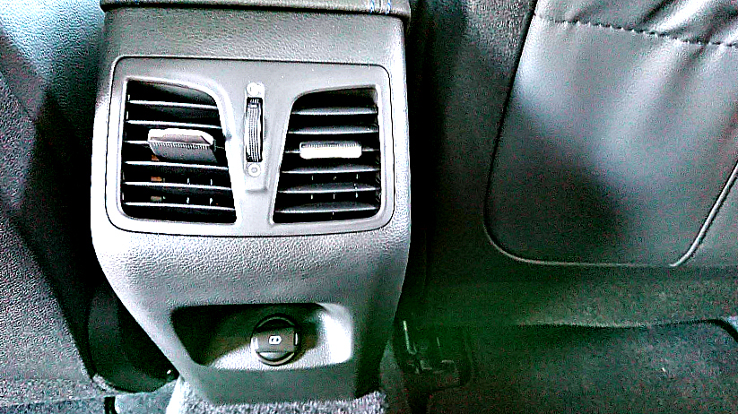 hyundai with USB in the back