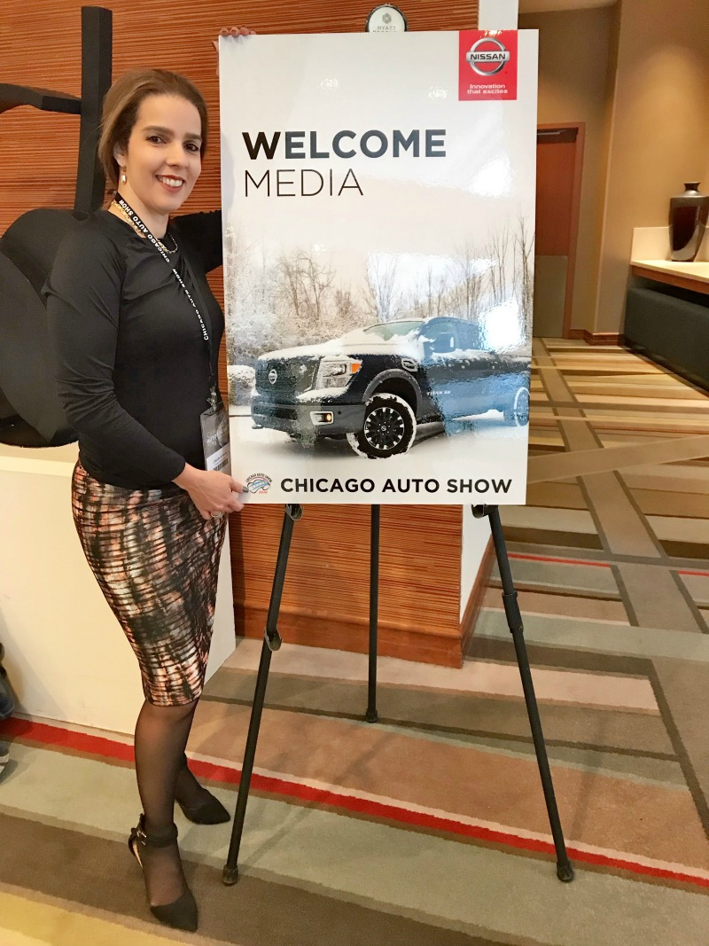 Nissan at chicago auto show trendy latina for Jewelry show chicago 2018