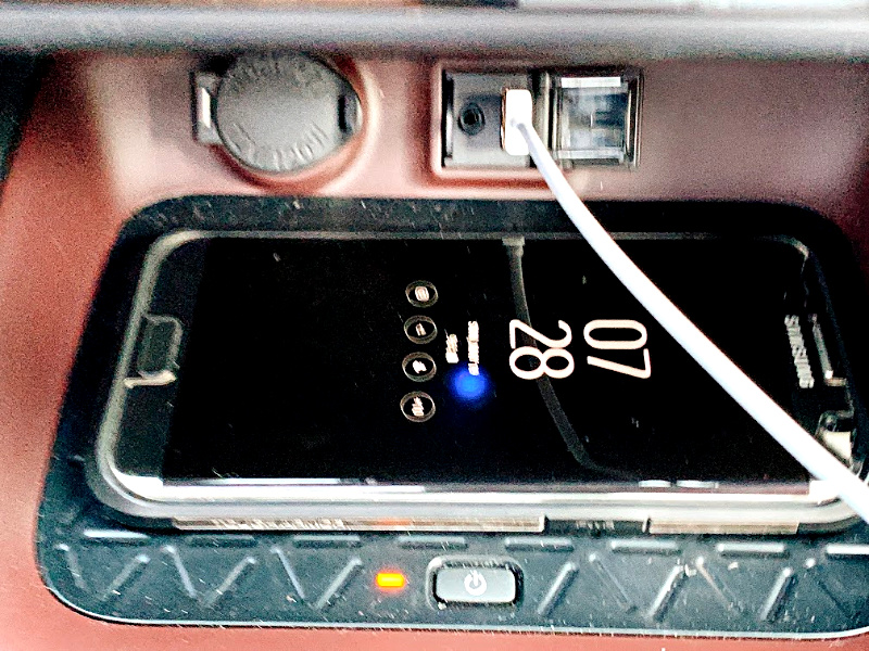 Wireless-Charger-on-RAV4