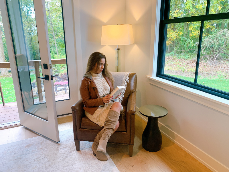 trendylatina in xfinity tech home reading room
