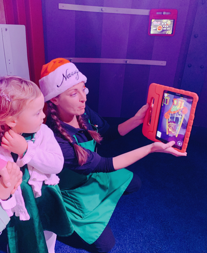 Elf Ray Vision at Santa HQ