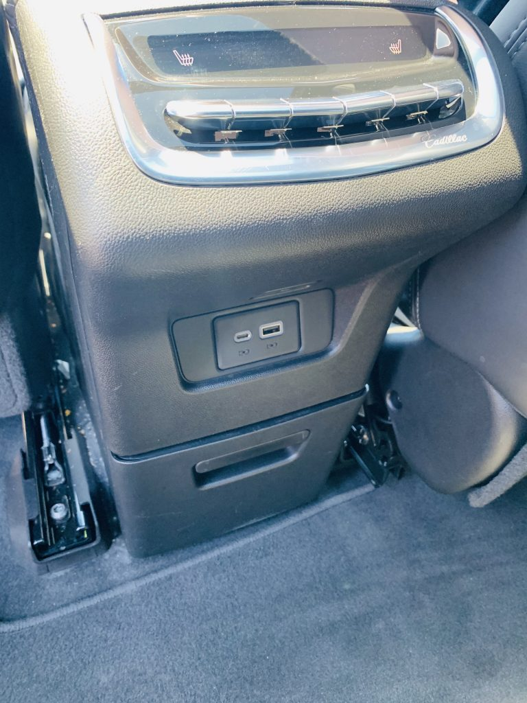 Back row comfort controls in the XT6