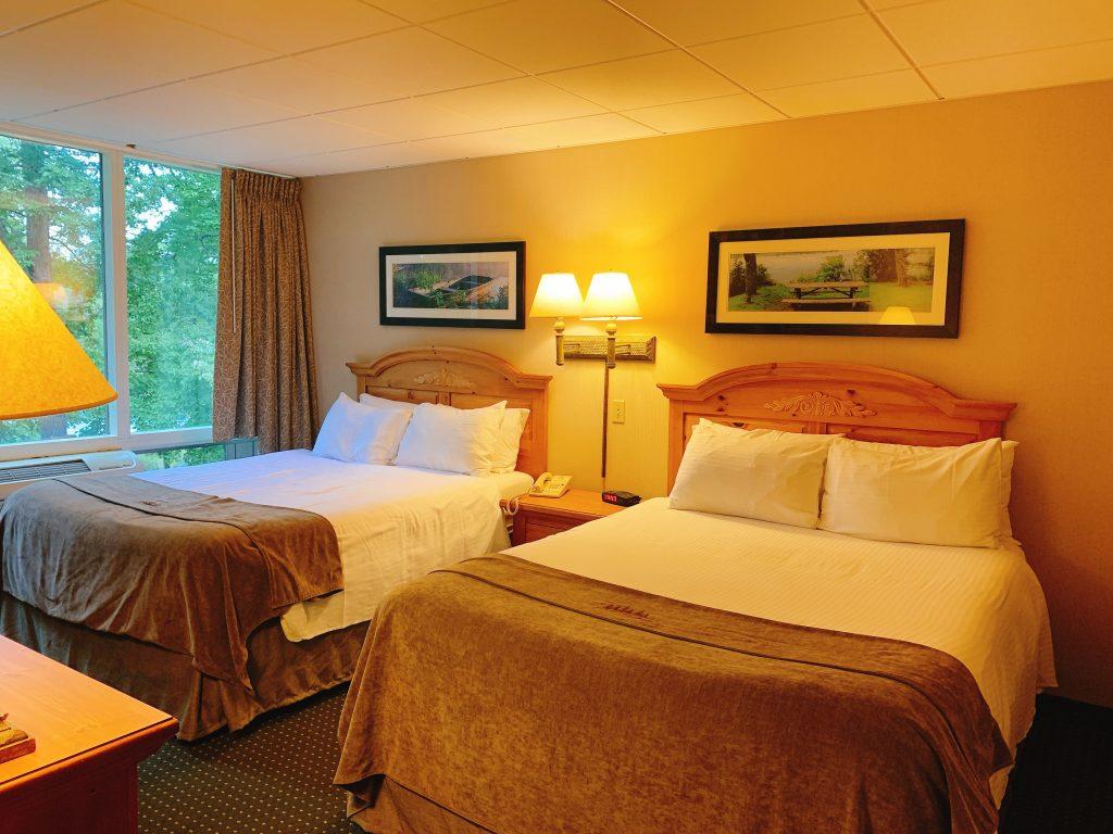 queen beds at Woodloch