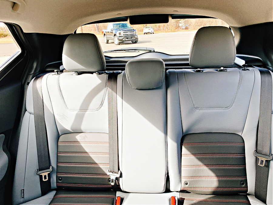 2021 Nissan Kicks SR Back seat