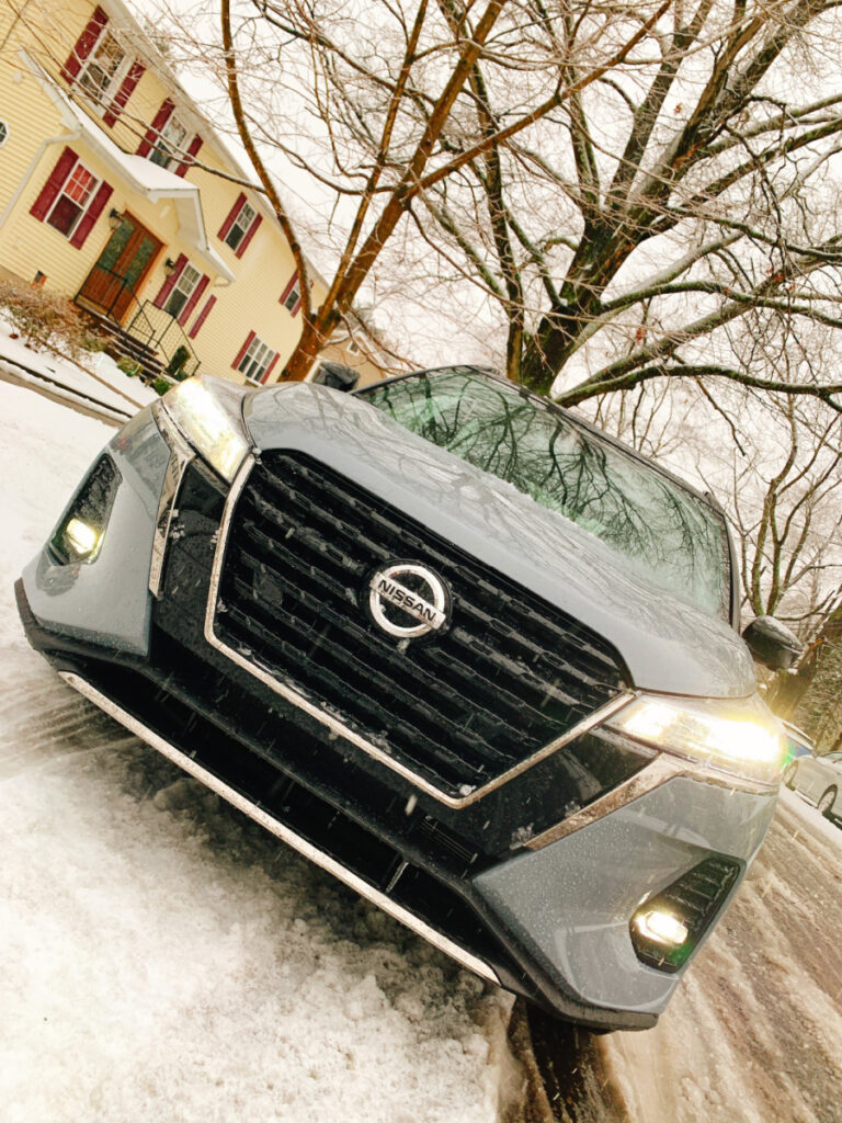 Nissan Kicks 2021 in the snow
