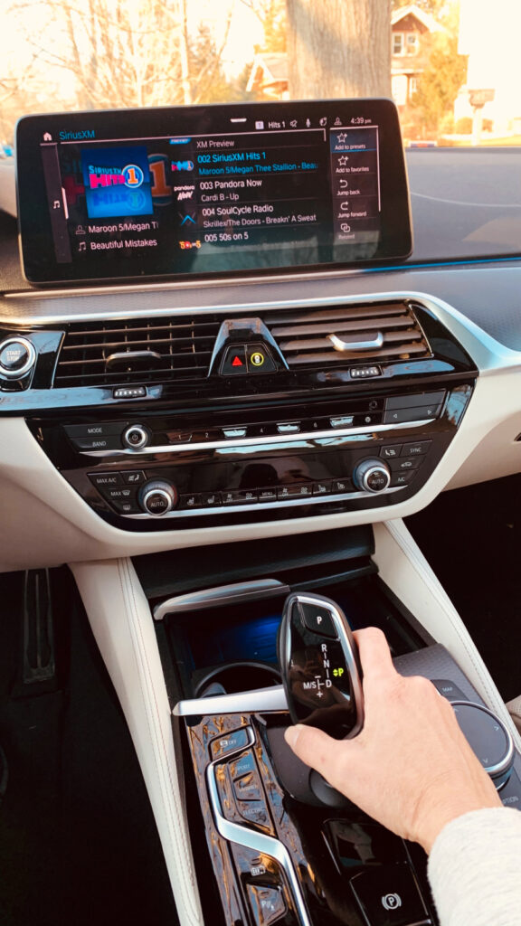2021 BMW 530e infotainment center