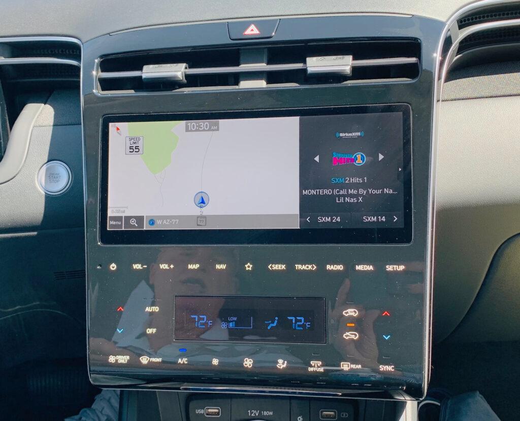 new 2022 Hyundai Tucson center console