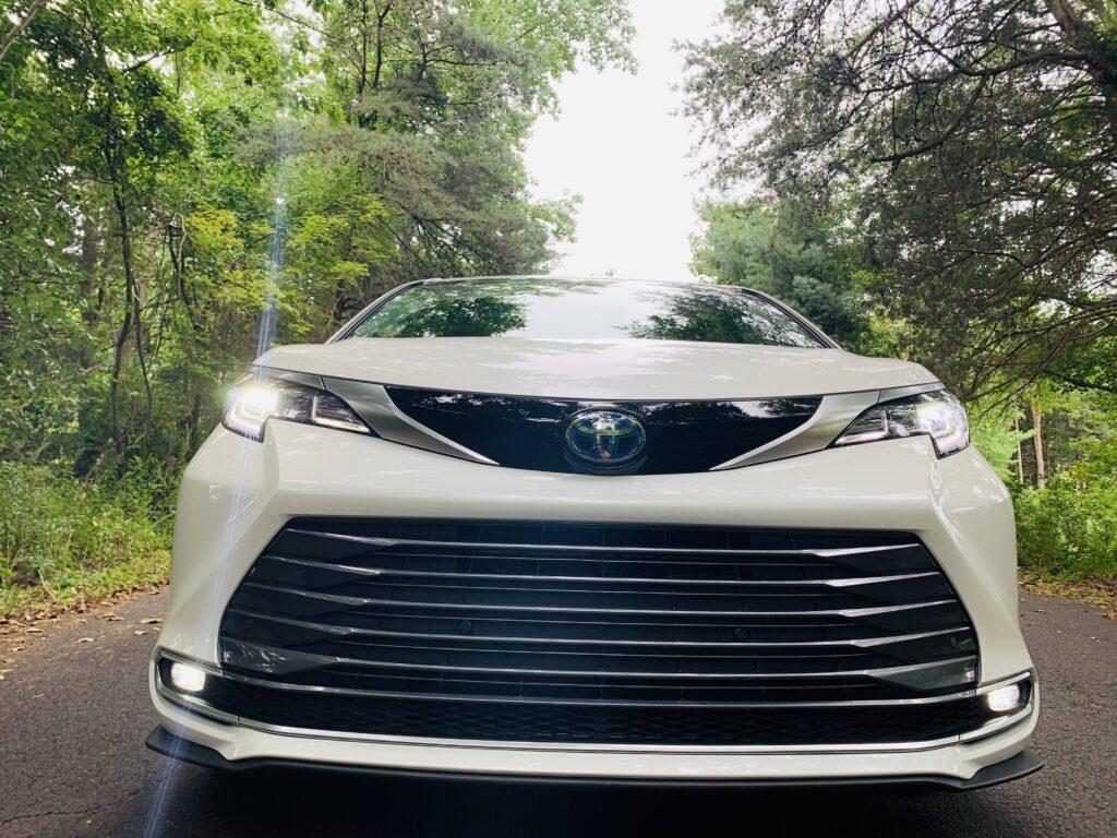 2021 Toyota Sienna Hybrid AWD limited front